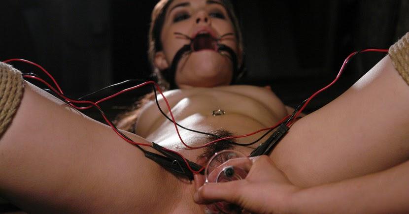 bdsm-sasha-grey-porno-video-pornofoto-ruka-v-dire
