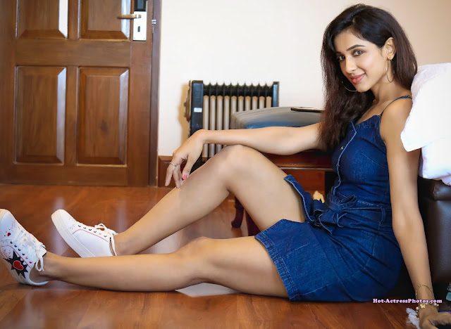 Actress Riya Suman Thighs and Legs Show Picturs Actress Trend