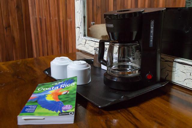 Cafetera en la habitación del Cloud Forest Lodge