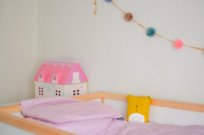 unisex bedroom, shared bedroom idea, childrens decor, luna and cash, pompom garland