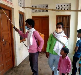 प्रधान दशरथ ने गांव को कराया सेनेटाइज  | #NayaSaberaNetwork