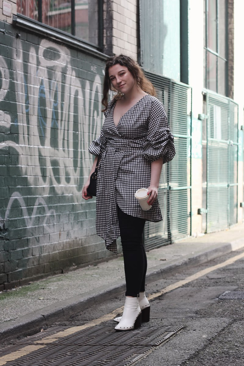 How to wear a gingham wrap dress, Boohoo | www.itscohen.co.uk