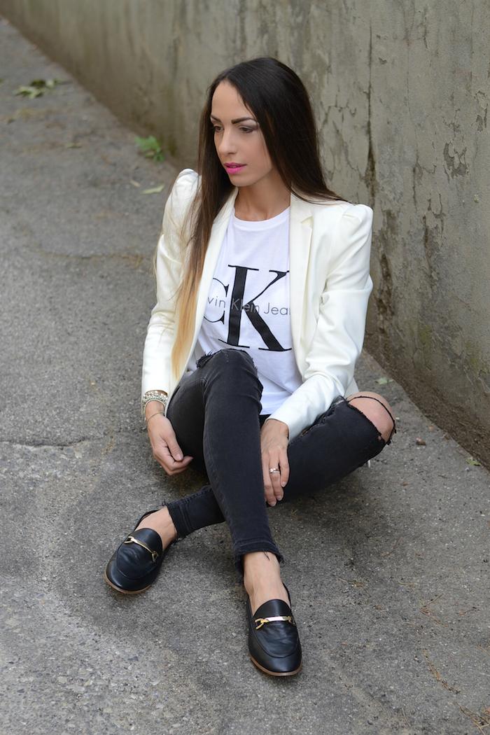 outfit con mocassini