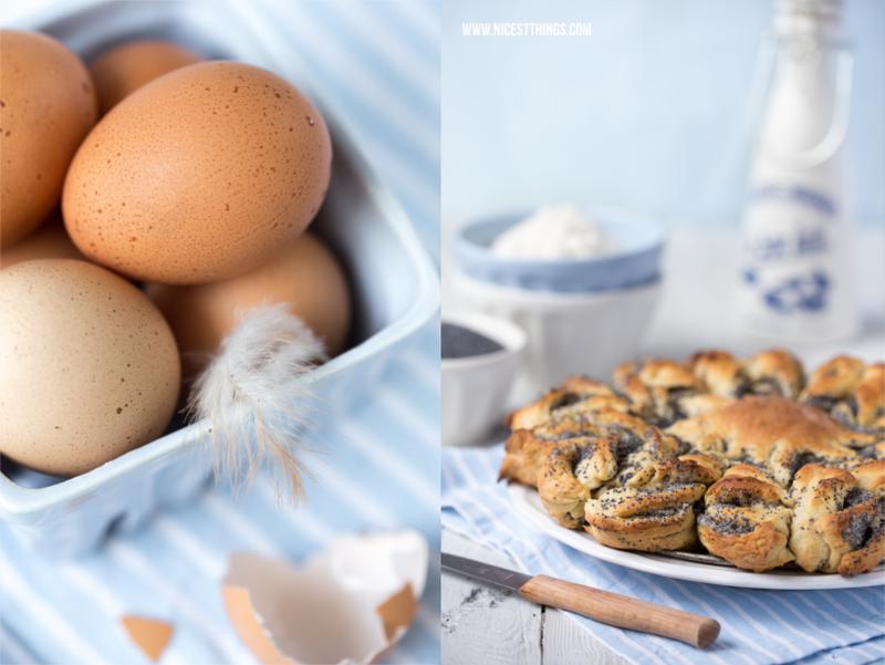 Foto braune Eier gesprenkelt vor blauem Hintergrund