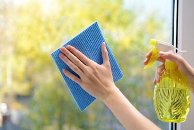 6 Tips Membersihkan Jendela dengan Efektif