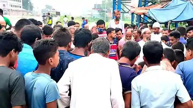 উল্লাপাড়ায় কাভার্ডভ্যানের চাপায় ৩ জন নিহত