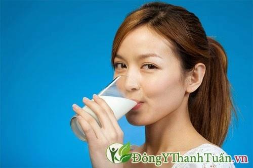Trị dư axit dạ dày bằng cách uống 1 ly sữa mỗi ngày