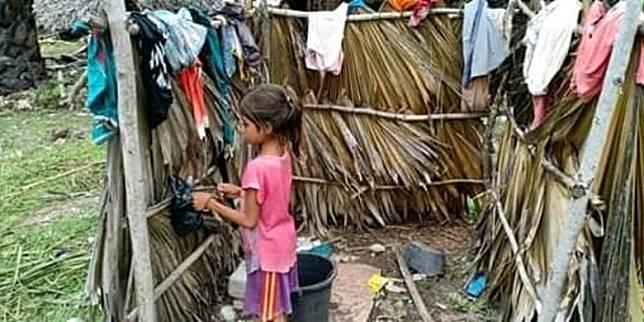 Kakak-Adik di NTT yang Tak Sekolah karena Bajunya Robek, Tinggal Tanpa Orangtua dalam Gubuk Reyot