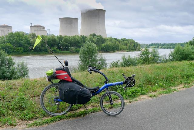 De Paris à Angers par la Loire à vélo, centrale nucléaire