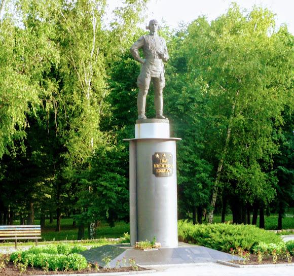 Суми. Парк ім. Кожедуба. Пам'ятник І. М. Кожедубу
