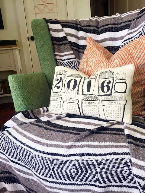 Such a great idea for an important year! Cloth calendar into a pillow
