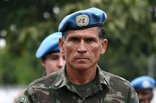 Generais chamam Bolsonaro de 'fanfarrão'; Santos Cruz diz que o Brasil está 'cansado de show'