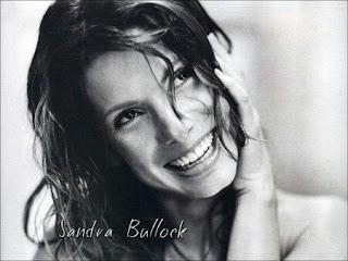 gambar wanita tersenyum