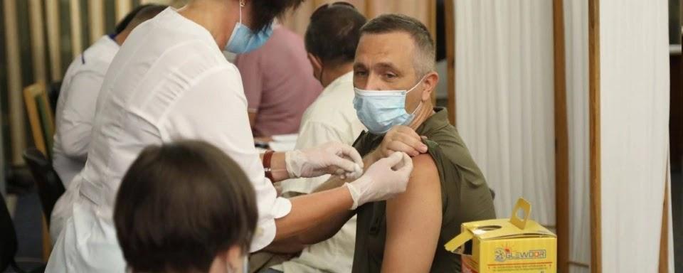 Військовослужбовці не можуть відмовитись від вакцінації, бо цього вимагає Статут