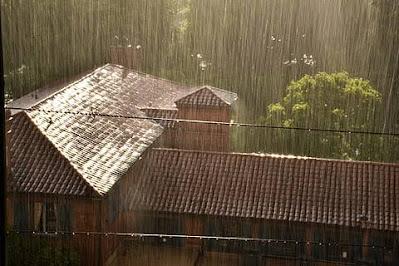 Cara Menghindari Bahaya Sengatan Listrik Akibat Atap Rumah Banjir