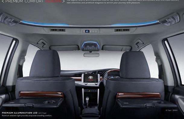 Meja lipat jadi faktor pengangkat nuasan mewah pada kabin Toyota All-New Kijang Innova.