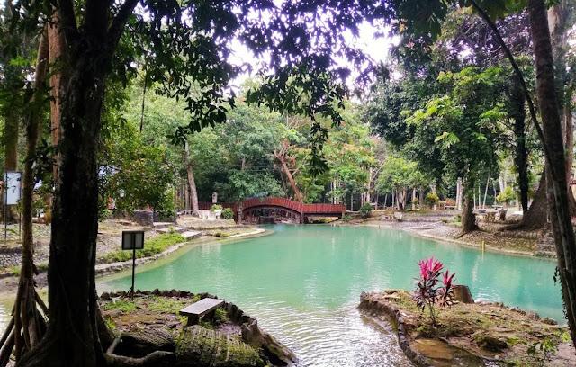 Taman rekreasi ini terletak betul-betul berhampiran ladang ular Perlis di mana pelawat boleh mengalami pemandangan dan bunyi hutan hujan tropika atau mencucuk jari kaki mereka di sungai-sungai sejuk yang melalui hutan.