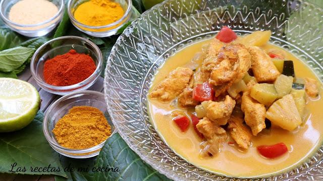 Pollo al curry con piña y leche de coco