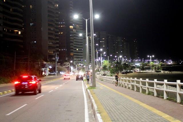 Investimento da Prefeitura moderniza iluminação da orla de Natal