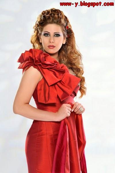 صور - إمارات رزق ترتدي فستان أحمر طويل مكشوف الكتف