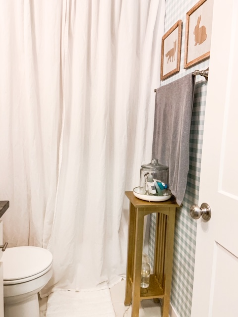 gold and turquoise in a bathroom