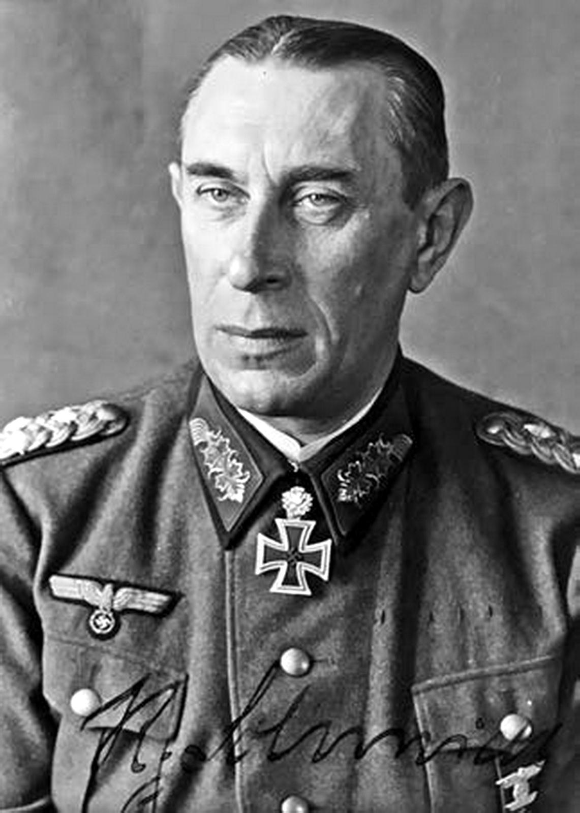 """Ritterkreuzträger: Portrait Photo of Rudolf """"Panzer"""" Schmidt"""""""