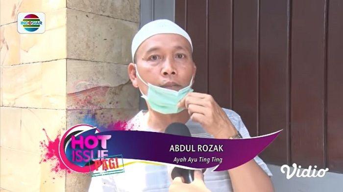 Ekspresi geram ayah Ayu Ting Ting, Abdul Rozak tentang sosok penghina Ayu TIng Ting dan Bilqis. YouTube Indosiar