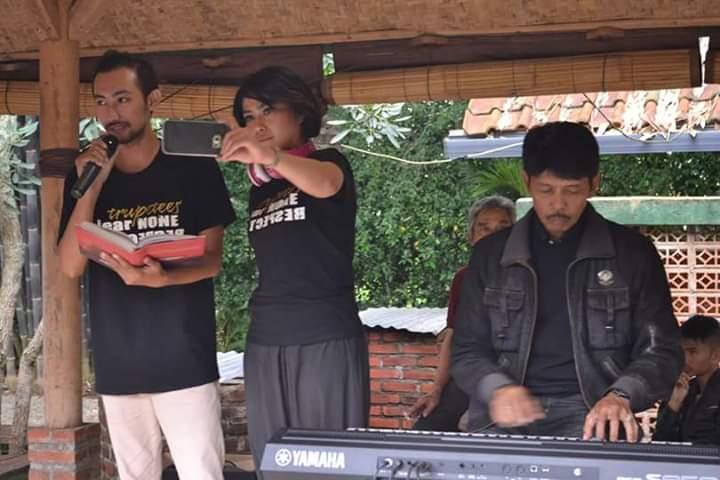Sastrawan Indonesia Uwan Urwan