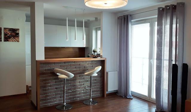 aranżacja salonu otwartego na kuchnię
