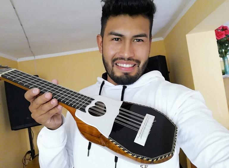 Arturo Vega viene consolidándose en la música nacional de la mano del Grupo Jiyawa
