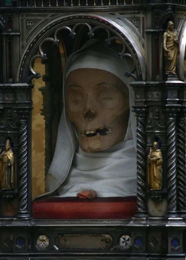 Santa Catalina de Siena: cabeza incorrupta llevada en procesión