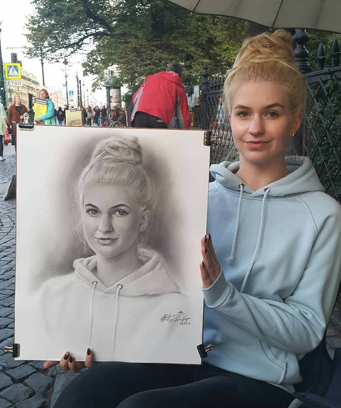 A street artist from St. Petersburg draws realistic portraits, and it takes him no more than an hour