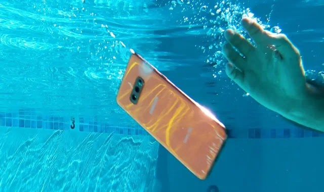 5 ways to save the phone after falling into the water