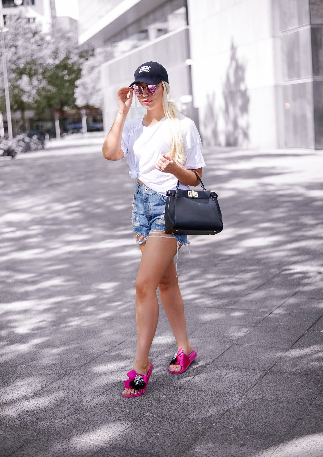 summer outfit ideas_what to wear for heatwave_pink zara slides_fendi peekaboo bag