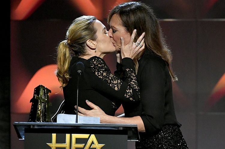 Kiss Kate Winslet, the award of Angelina Jolie and other details of the award Hollywood Film Awards