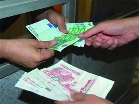 اسباب تراجع اليورو والدولار امام الدينار