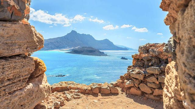 Η Παναγία η Κλέφτισσα: Εκεί που προσεύχονταν οι Έλληνες πειρατές της Μεσογείου (βίντεο drone)