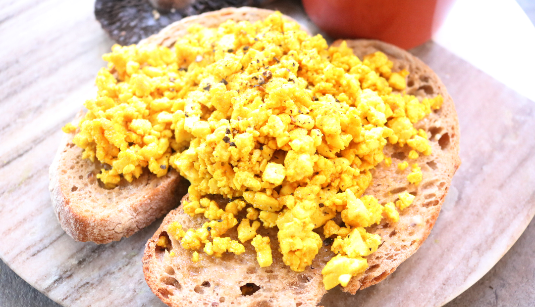 Easy Scrambled Tofu (Vegan / Dairy-Free recipe) #WeekendBrunch