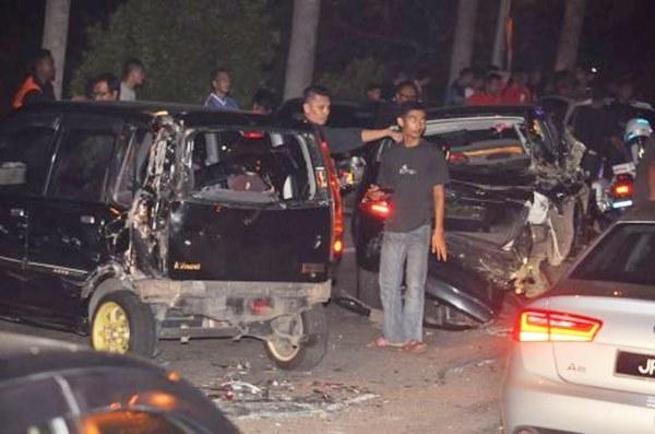 Lebih 20 kereta milik penyokong bola sepak rosak dirempuh