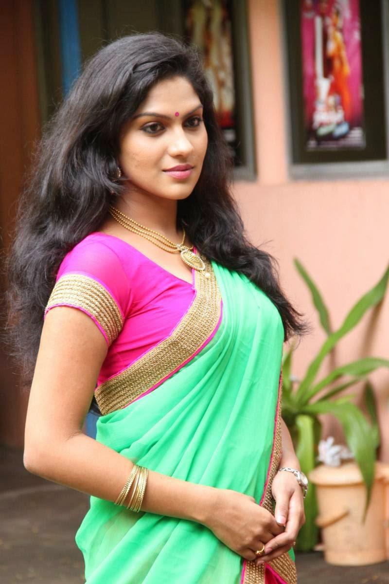 latest saree navel pics