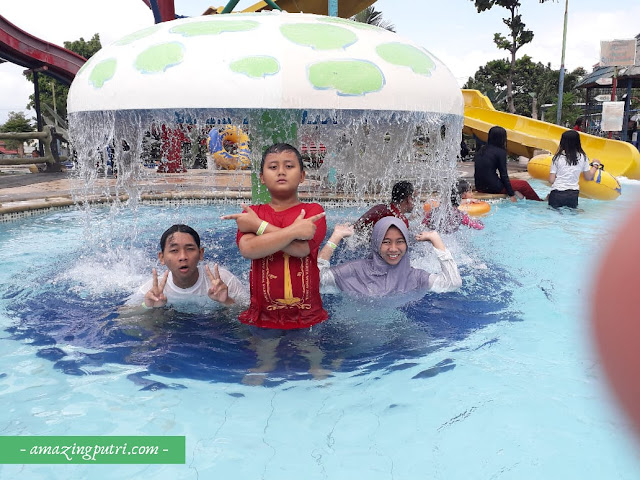 Berenang di d'Mermaid Tirtayasa Waterpark