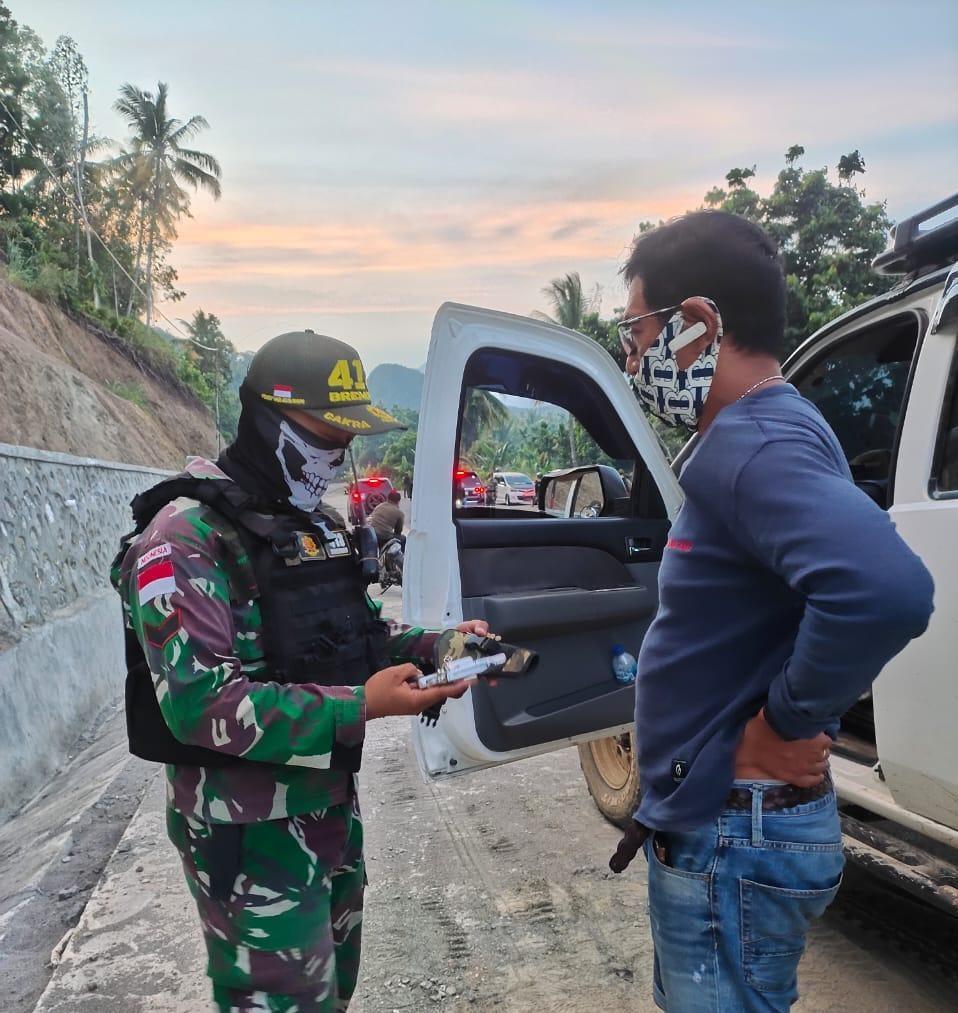 Satgas Yonif MR 413 Kostrad Amankan 1 Pucuk Pistol Jenis Revolver Dari Hasil Sweeping