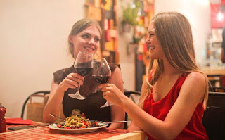 5 Tipe Teman yang Harus Dihindari Saat Ingin Curhat Kepadanya