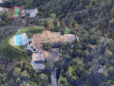 """Sylvester Stallone pede R$ 704 milhões por mansão gigante com estátua de """"Rocky"""""""