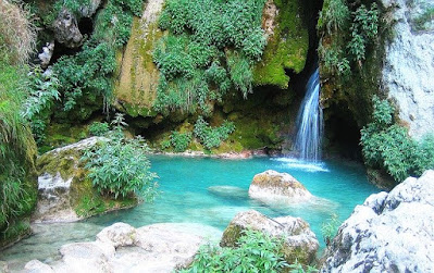 merupakan keindahan alam yang dapat dipersepsikan melalui panca indra manusia yang berupa 20+ Gambar Pemandangan Air Terjun