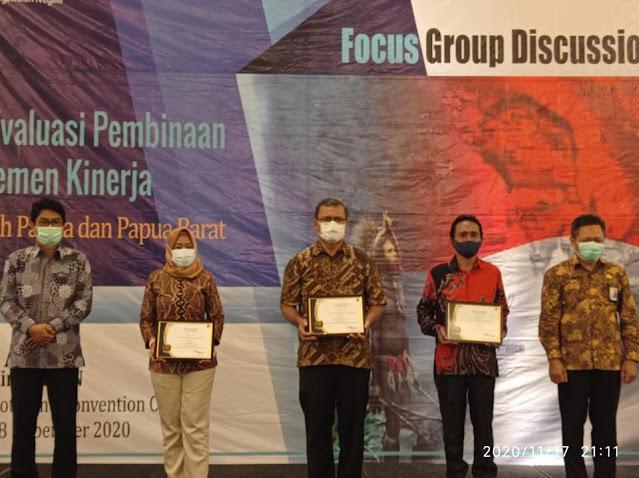 Haryono Dwi Putranto Berikan Penghargaan Kinerja e-Lapkin Terbaik ke Pemda Biak Numfor