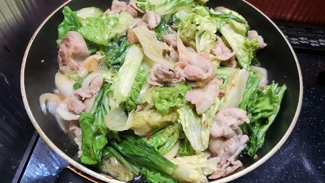 菜箸でサッと炒め合わせて完成