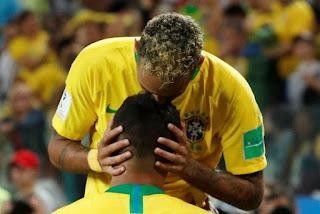 Brasil vence a Sérvia por 2 a 0 e avança em primeiro lugar