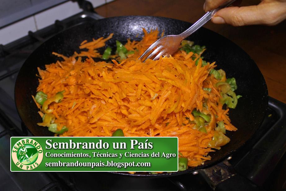 preparando zanahorias asadas