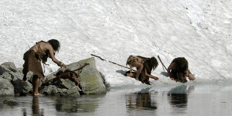 العصر الحجري القديم ، جنبا إلى جنب مع العصر الحجري الحديث والعصر الحجري الحديث ، ويشكل ما يسمى العصر الحجري.